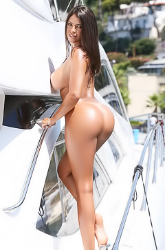 Fabiana Britto loves getting naked on a boat