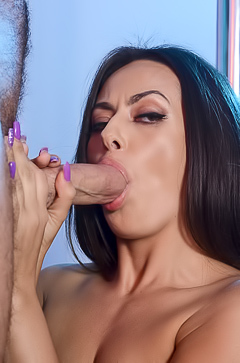Sexy Stripper Kiki Klout Decides To Try New Cock