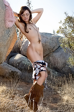 Country girl gets naked on a hike