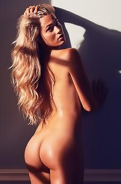 Megan Moore  nackt