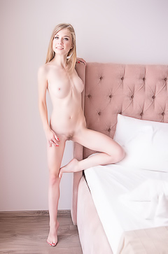 Eva Gold Is Alone And Horny