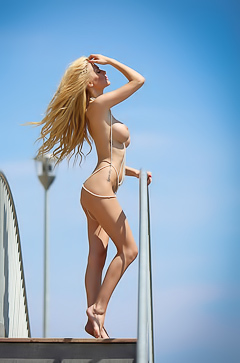 Bozana Vujinovic is curvy, blonde, naked perfection