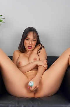 Lexi Luna Showing You How To Pleasure Herself
