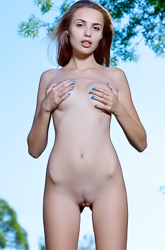 Elle P Nice And Pretty Model Getting Naked